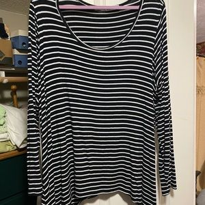Maurices black and white long sleeved shirt